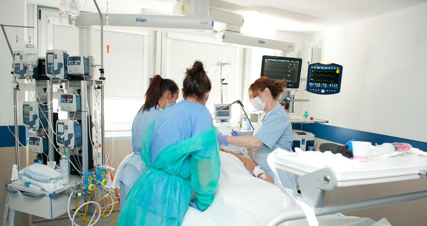 Unitat de Cures Intensives Cardiològiques de l'Hospital de Bellvitge [imatge d'arxiu]